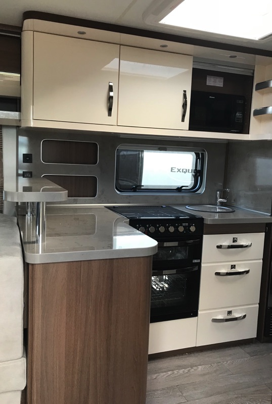 hobby_620_cl_2019_kitchen.jpg